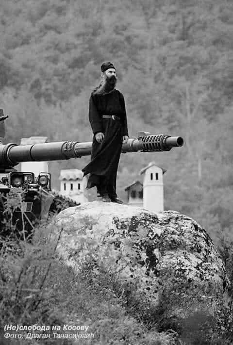 Косово монах и топ